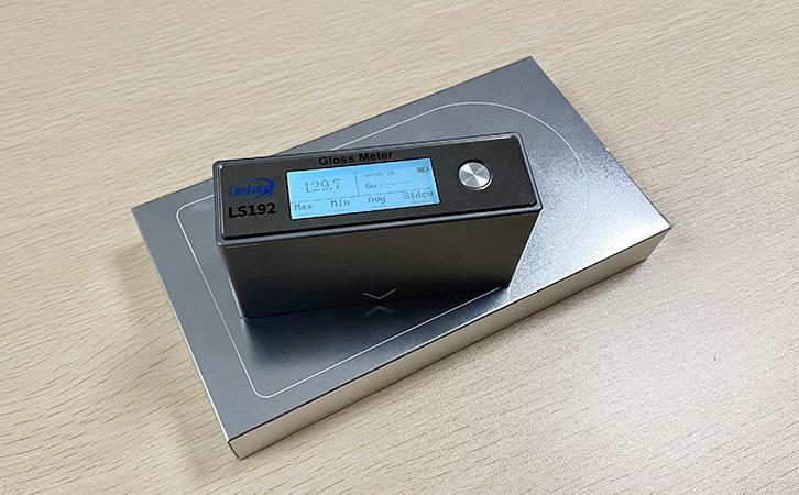 LS192光泽度仪测量包装纸